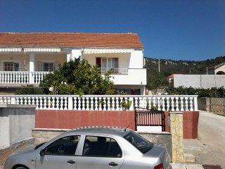 Two bedroom apartment Vinisce, Trogir (A-12248-a)