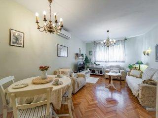 Split Apartment Sleeps 3 with Air Con - 5471293