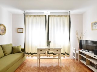 Split Apartment Sleeps 3 with Air Con - 5471292
