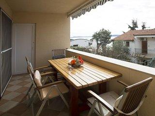 Okrug Gornji Apartment Sleeps 4 with Air Con - 5471414