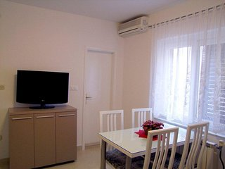 Baska Voda Apartment Sleeps 6 with Air Con - 5471568