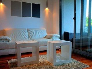 Split Apartment Sleeps 2 with Air Con - 5471813