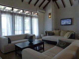 beautiful villa in aruba with pool