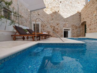 Villa Stone Bol – Beautiful stone villa with pool and Jacuzzi in Bol, Brac