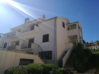 Two bedroom apartment Jelsa (Hvar) (A-13673-a)