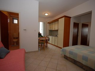 Two bedroom apartment Kali, Ugljan (A-14083-c)