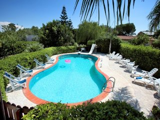 Villetta Magnolia in residence with pool near the beaches of Puglia