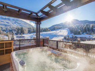 Modern Suite with TRUE Ski-in/Ski-out and PRIVATE Balcony with Hot Tub
