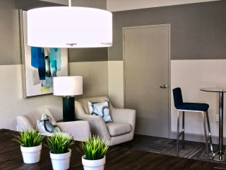 Comfortable Studio Minutes from 4th Street Live!