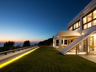 Sea-view Villa with private infinity pool and adorable views