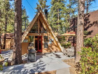 Cozy A-frame with private hot tub near the lake, ski resorts, and more!
