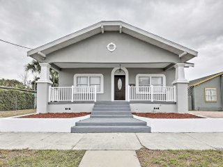 Updated House - 2 Minutes to Downtown Tampa!