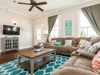 Spacious dog-friendly home a short walk from beach, dining, and Pleasure Pier!