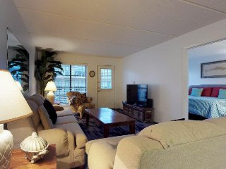 Well-furnished condo near the beach with a shared pool, free WiFi, and more