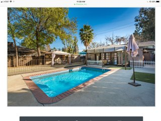 LA / Sherman oaks Casa De Julia - swimsuits optional !