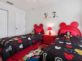 5 Star Tennyson Villa in Kissimmee, 7 Min to Disney with Pool - Gamesroom - WiFi