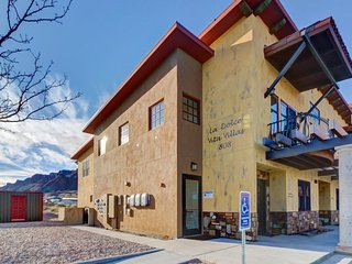 Modern condo w/ mountain views just off Main Street. 6 miles to Arches Ntnl Park