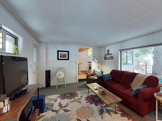 Adorable cottage w/ shared dock & great location close to lake, golf & slopes!