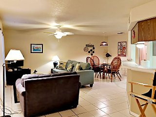 FB03 Vacation Condo, Large Shared Pool,1 Bedroom, 1 bath, Sleeps 3