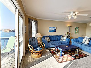 FB17 Vacation Condo, Large Shared Pool, 2 Bedroom, 2 bath, Sleeps 4