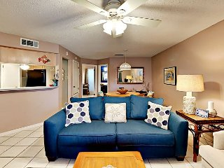 FB02 Vacation Condo, Large Shared Pool,1 Bedroom, 1 bath, Sleeps 4