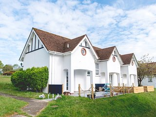 44271 House in Aberporth