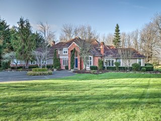 Luxurious Home w/ 1.7 Acres by Redmond & Bellevue!