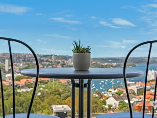 WATER VIEW Luxury 2Bed APT+PARKING Walk to Station