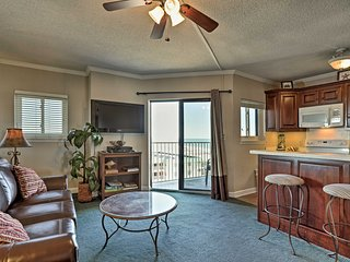 Beachfront Gulf Shores Condo w/ Pool Access!