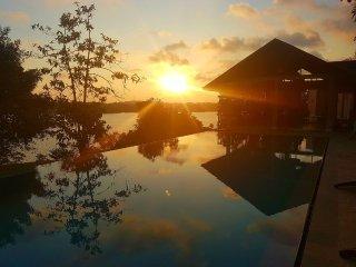 Wonderful Lake view Twin room! Sea Heart House on Koggala Lake