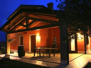Villarosa, offers spacious and comfortable rooms, which offer a contemporary design