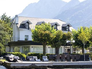 Exclusive Waterfront Villa 16p, Lake Annecy