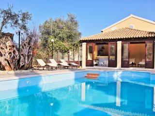 Villa Lianolia: Huge pool, A/C, Wifi, near the beach