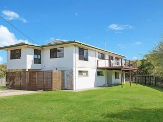 Original Beach House - No Roads to cross access Dicky Beach -1 Buderim Street Cu