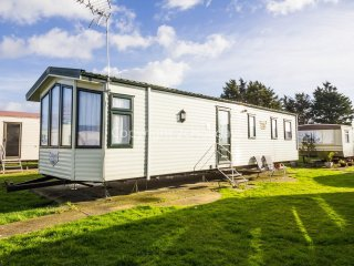 6 Berth Caravan in Seawick Holiday Park. Clacton-on-Sea. Ref: 27515