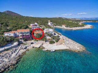 Three bedroom apartment Cove Pokrivenik (Hvar) (A-5223-b)