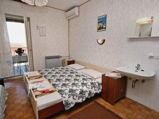Room Crikvenica (S-5492-b)