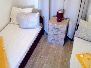 Two bedroom apartment Basina, Hvar (A-4622-a)