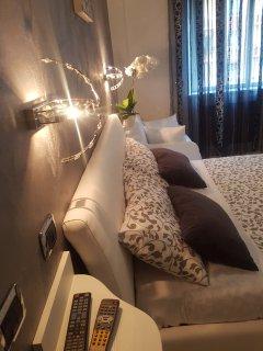 Camera da letto matrimoniale e letto singola.