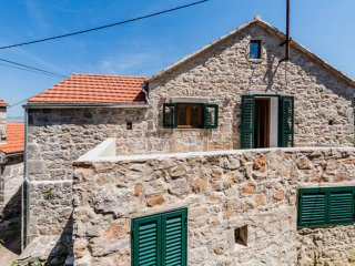 Two bedroom apartment Dol (Hvar) (A-14643-b)