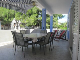 Maslinica Apartment Sleeps 5 with Air Con and WiFi - 5575449