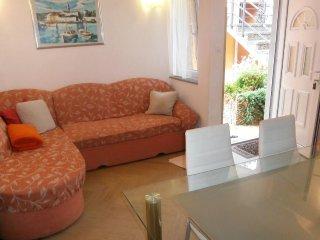 Two bedroom apartment Valun, Cres (A-8086-e)