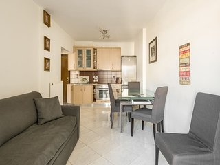 Modern apartment near seaside WIFI 10 min from city center and