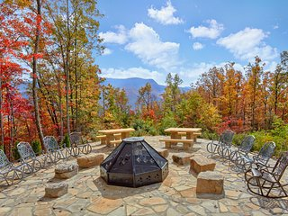 'Timber Wolf', Amazing Fire Pit, Stunning Mtn View, Huge Cabin