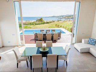 Luxury Bay View Villa 20 Right On Τhe Beach