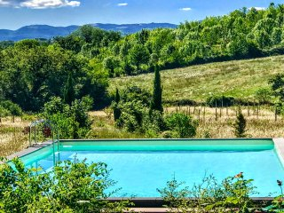 Garden Of Eden with exclusive pool - sleeps 11, Spoleto 11kms, Rome 60 kms