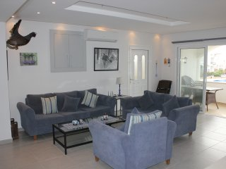 3 bed penthouse with large roof terrace, sea views and on site amenities