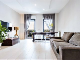 Modern flat in the City and 5 min to the beach,  free breakfast, wifi , Sleeps 6