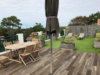 Appartement 10 personnes (100m2) avec toit terrasse (100m2) piscine et vue Océan