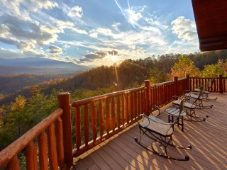 Aug 26-30 Great Alpine ! New Fire Pit, 6 BR Cabin, Mountain View, Pool Access